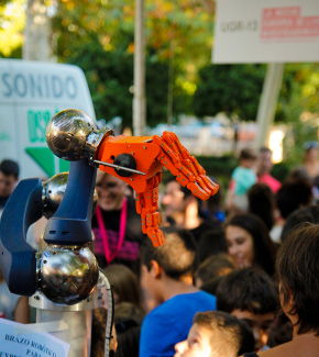 A robotic arm on display during European Researchers' Night in Granada